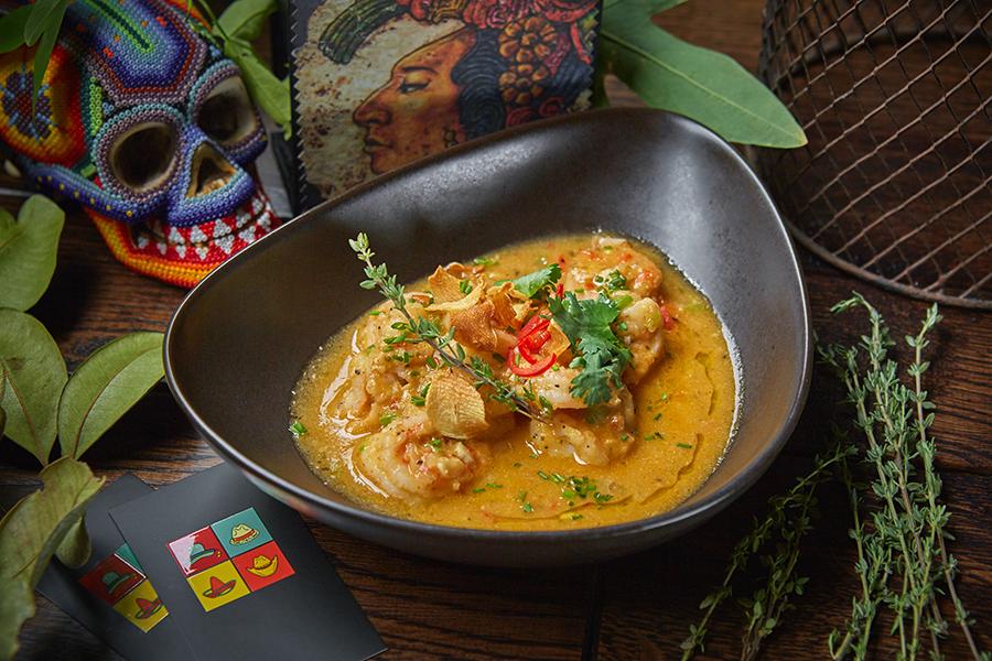 Тигровые креветки в густом овощном соусе с маниокой и кокосовым молоком