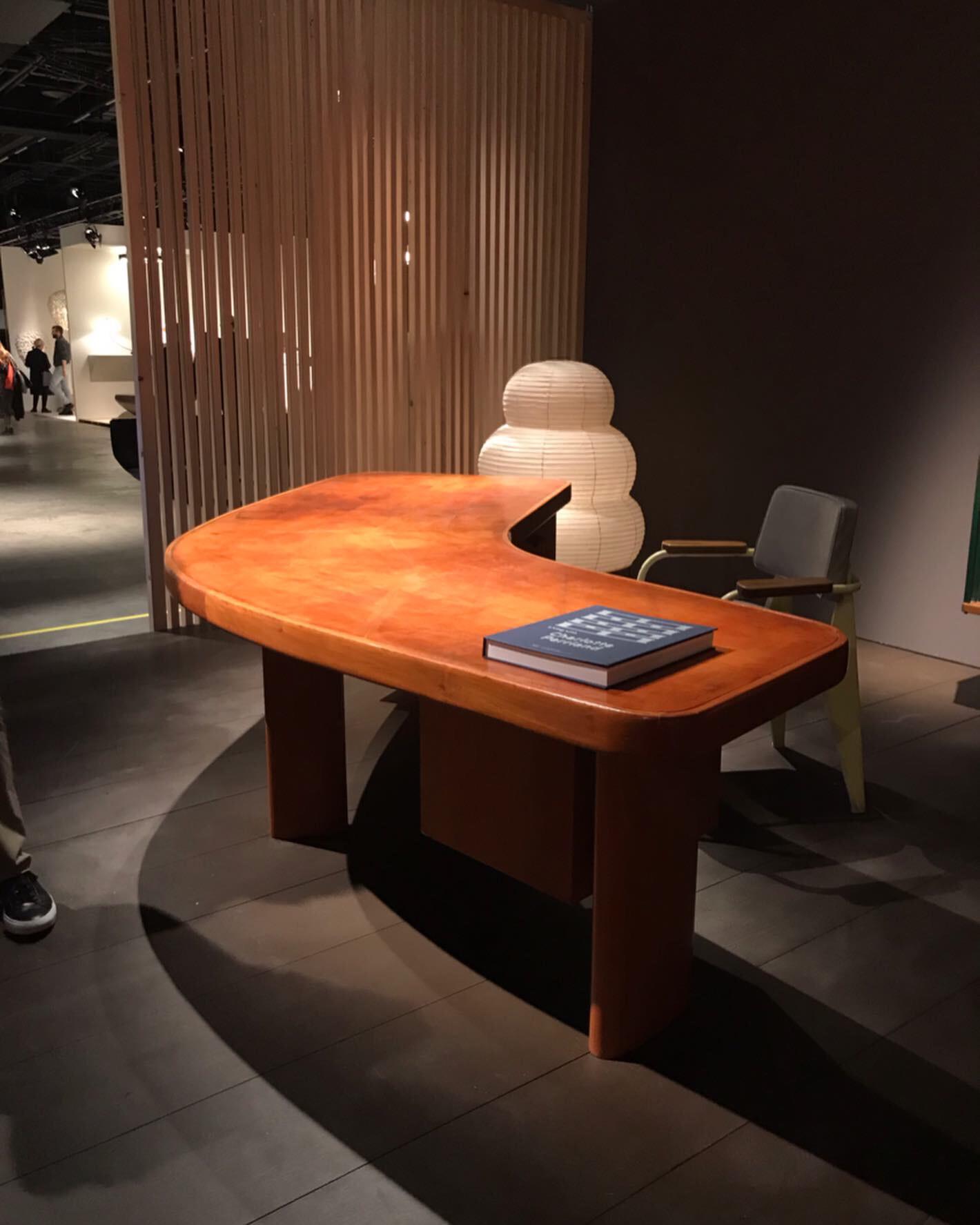 Галерея Laffanour — Galerie Downtown, стол, ШарлоттаПериан