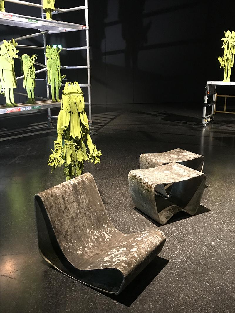 Проект Design At Large, галерея Jason Jacques.Moss Tower,КимСимонсон.Пять скульптур были проданы в первые 20 минут ярмарки за €32 тыс.