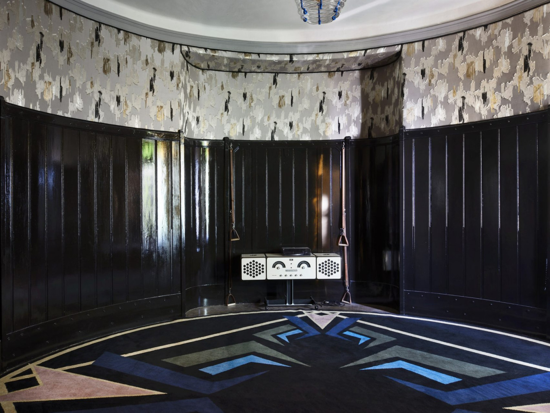 Танцевальная студия в доме Мадам Блан