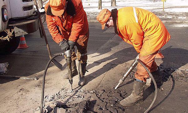 На ремонт московских магистралей выделили 200 млн рублей