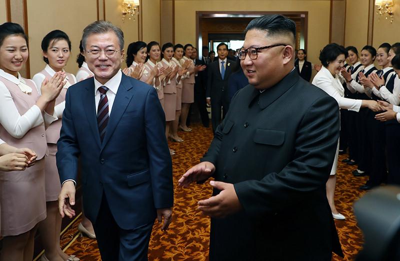 Президент Южной Кореи Мун Чжэ Ин и лидер КНДР Ким Чен Ын на Третьем межкорейском саммите в КНДР