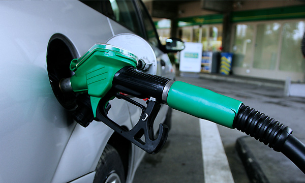 За неделю бензин подешевел в 30 регионах России