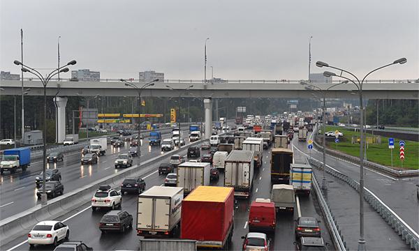На МКАД камеры начнут фиксировать выезд грузовиков на запрещенные полосы