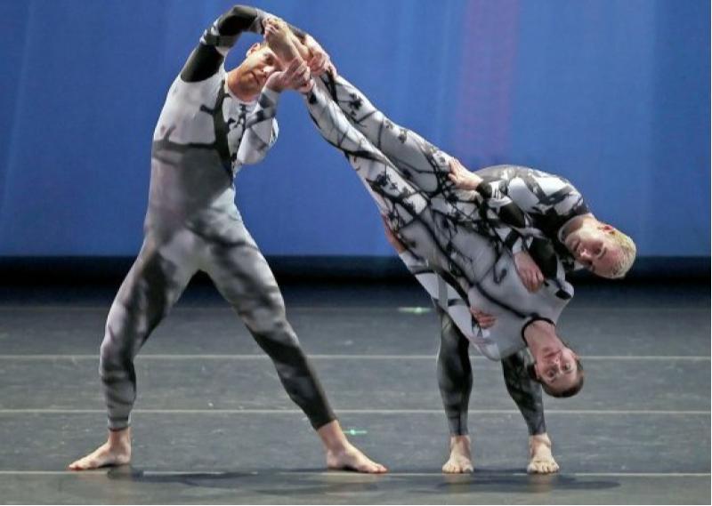 Постановка Мерса КаннингемаиMerce Cunningham Dance Company