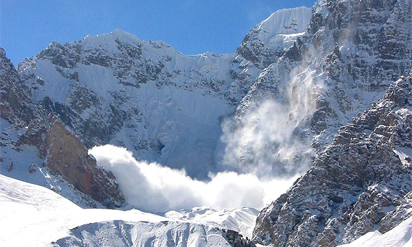 Транскавказская магистраль закрыта из-за угрозы схода лавин
