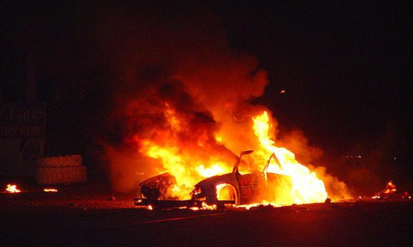Ночью в центре Москвы взорвался и сгорел Porsche 911, пассажирам удалось выжить