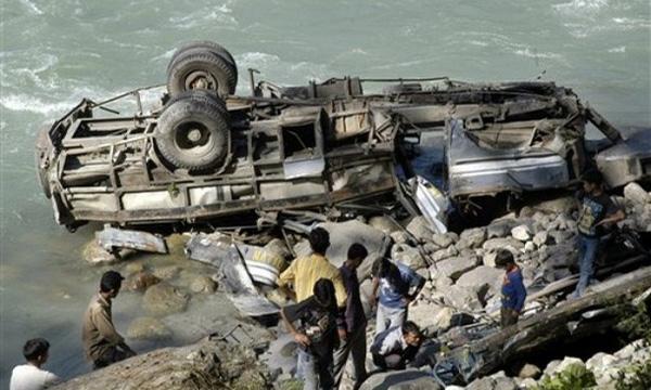 В Непале автобус упал в пропасть, погибли 9 человек