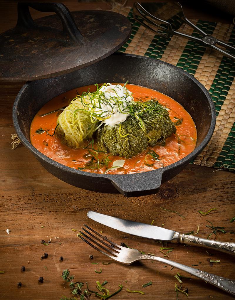 Голубцы в томатно-сливочном соусе с трюфельным маслом