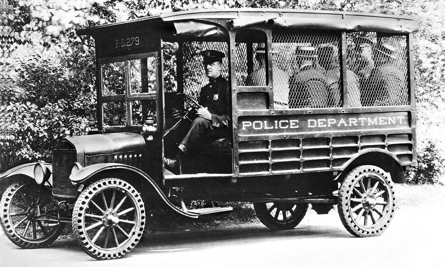 Полицейские автомобили всего мира