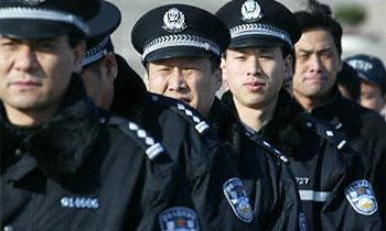 Дорожная полиция Китая кормит сонных водителей перцем чили