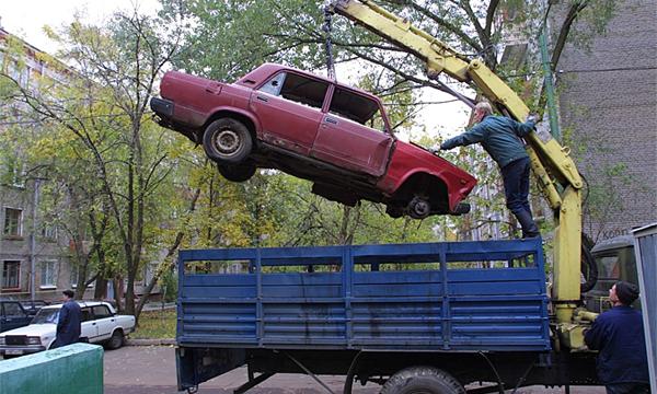 Брошенные машины будут утилизировать через 3 месяца