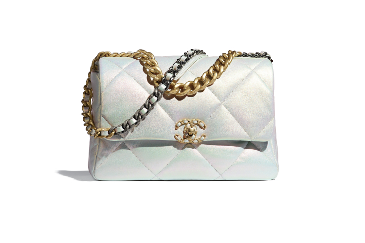 Chanel 19, 471 300 руб. (Chanel)