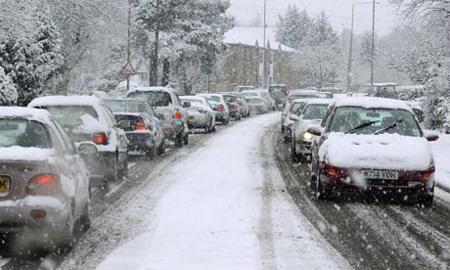 Автотрассы Европы заносит снегом