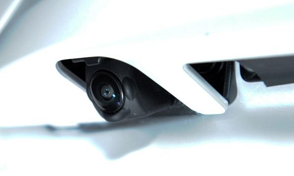 Nissan показал камеру заднего вида с системой самоочистки