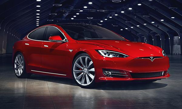 Продажи Tesla в России упали в два раза с начала года