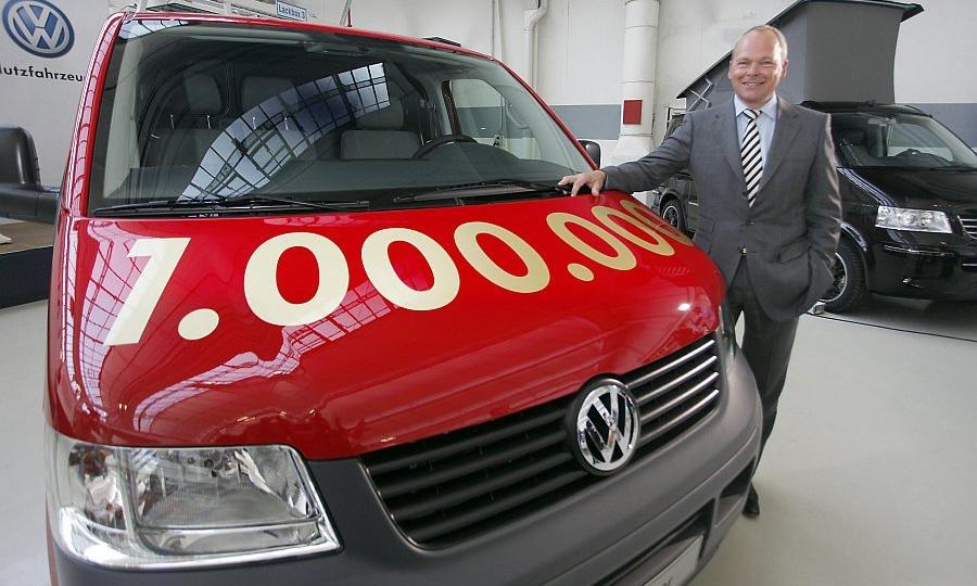 Volkswagen выпустил миллионный автомобиль серии Т5