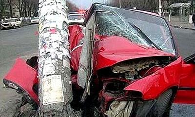 На Дмитровском шоссе машина врезалась в столб, пострадали 6 человек