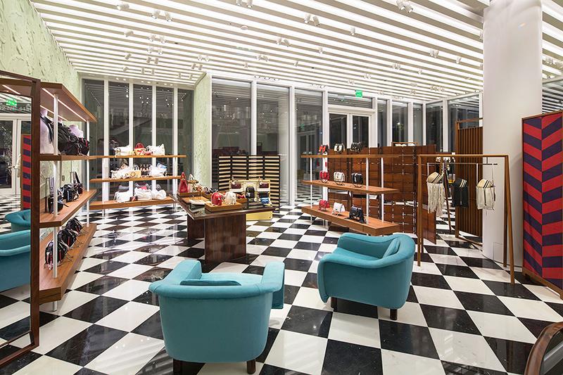 Бутик Prada в Майами, дизайн мебели Жуакина Тенрейру