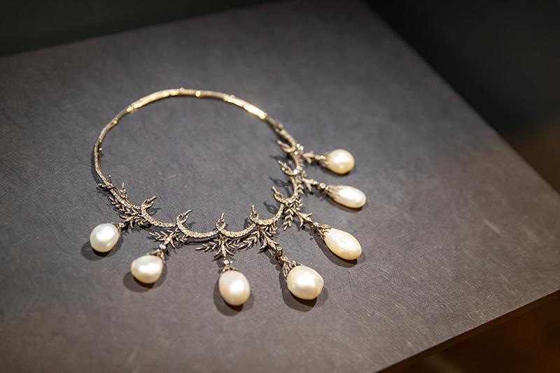 Тиара Chaumet из золота, серебра, бриллиантов и жемчуга. Выполнена по заказу маркиза Керуатца, можно носить в виде ожерелья (Париж, Франция, 1879 г.)
