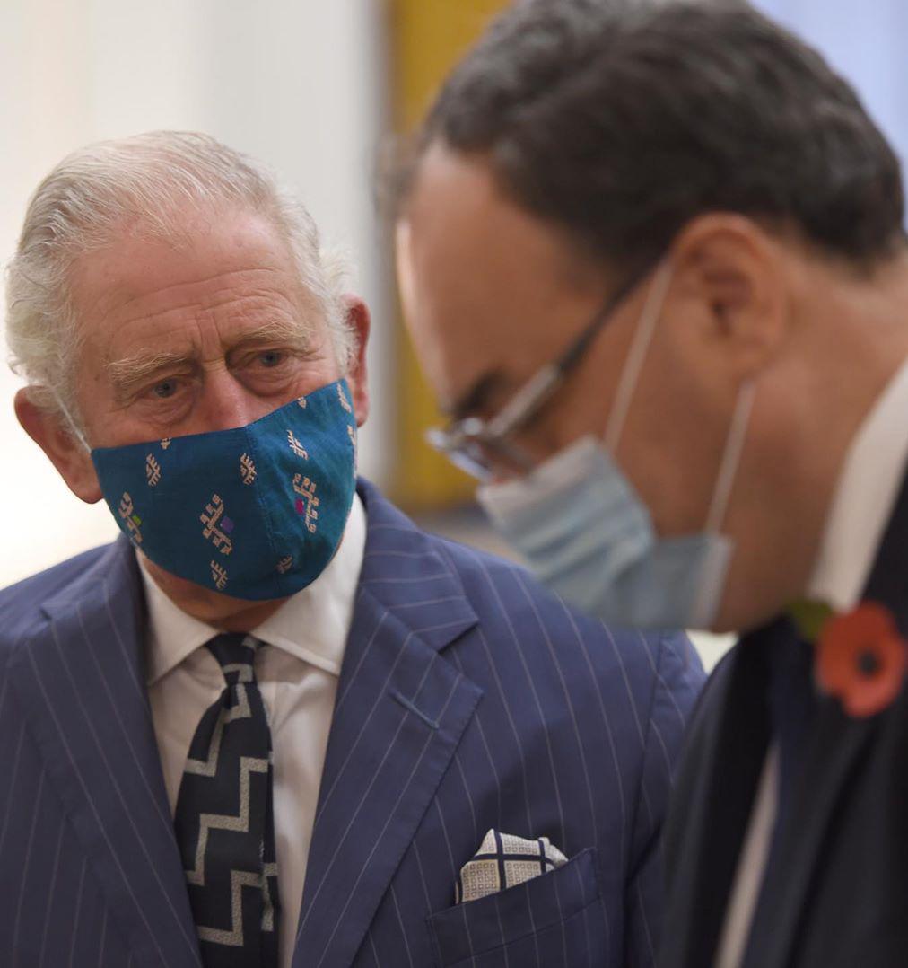 Принц Чарльз во время визита в Банк Англии