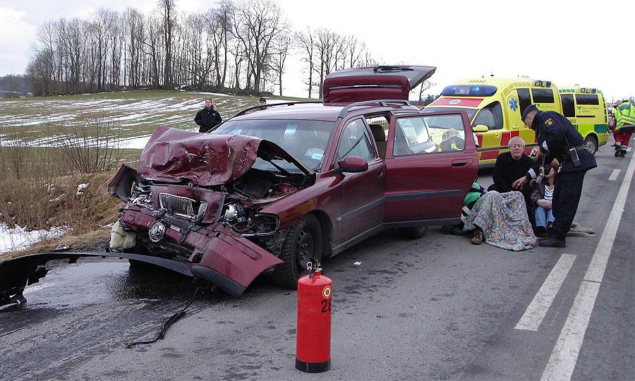 Volvo рекламирует автомобили с помощью фото ДТП