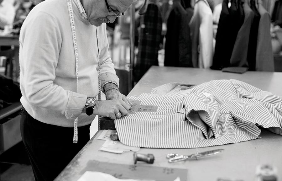 В день все мастера Kiton могут сшить 200 рубашек и галстуков, 80 пиджаков или пальто, а также 20 пар обуви
