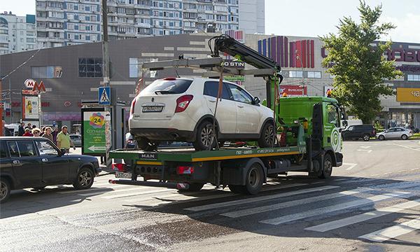 Путин подписал закон о постоплате за эвакуацию и хранение автомобиля