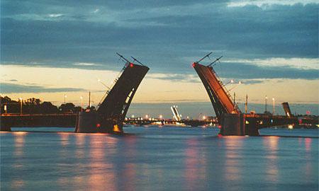 В Петербурге начинают разводить мосты