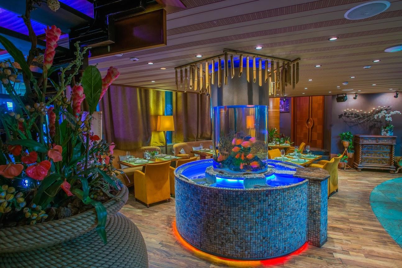 Зал с аквариумом