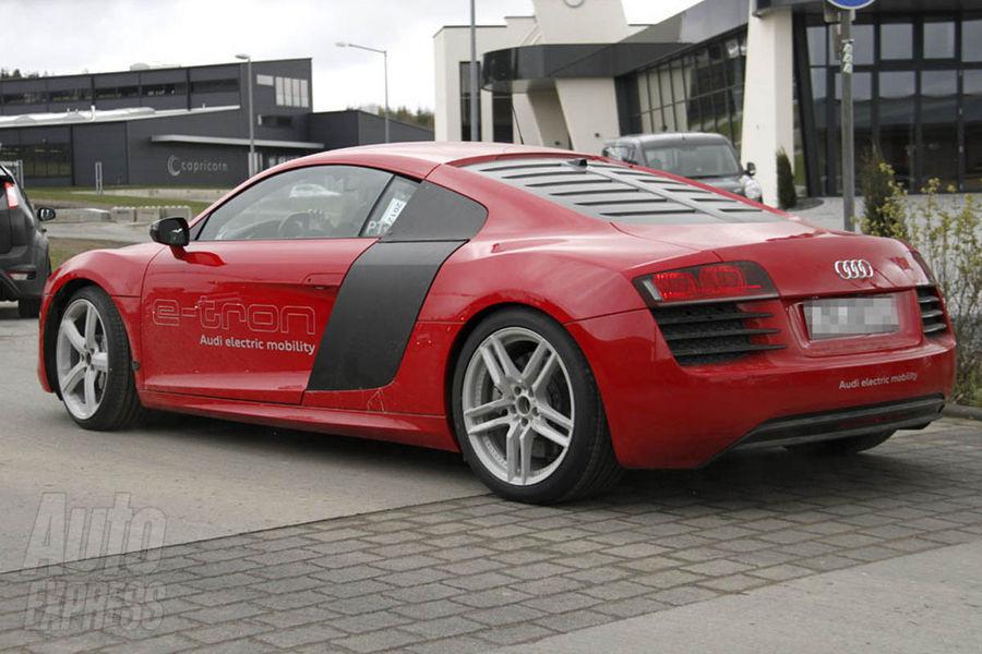 Audi R8 e-tron: осторожно, электричество!