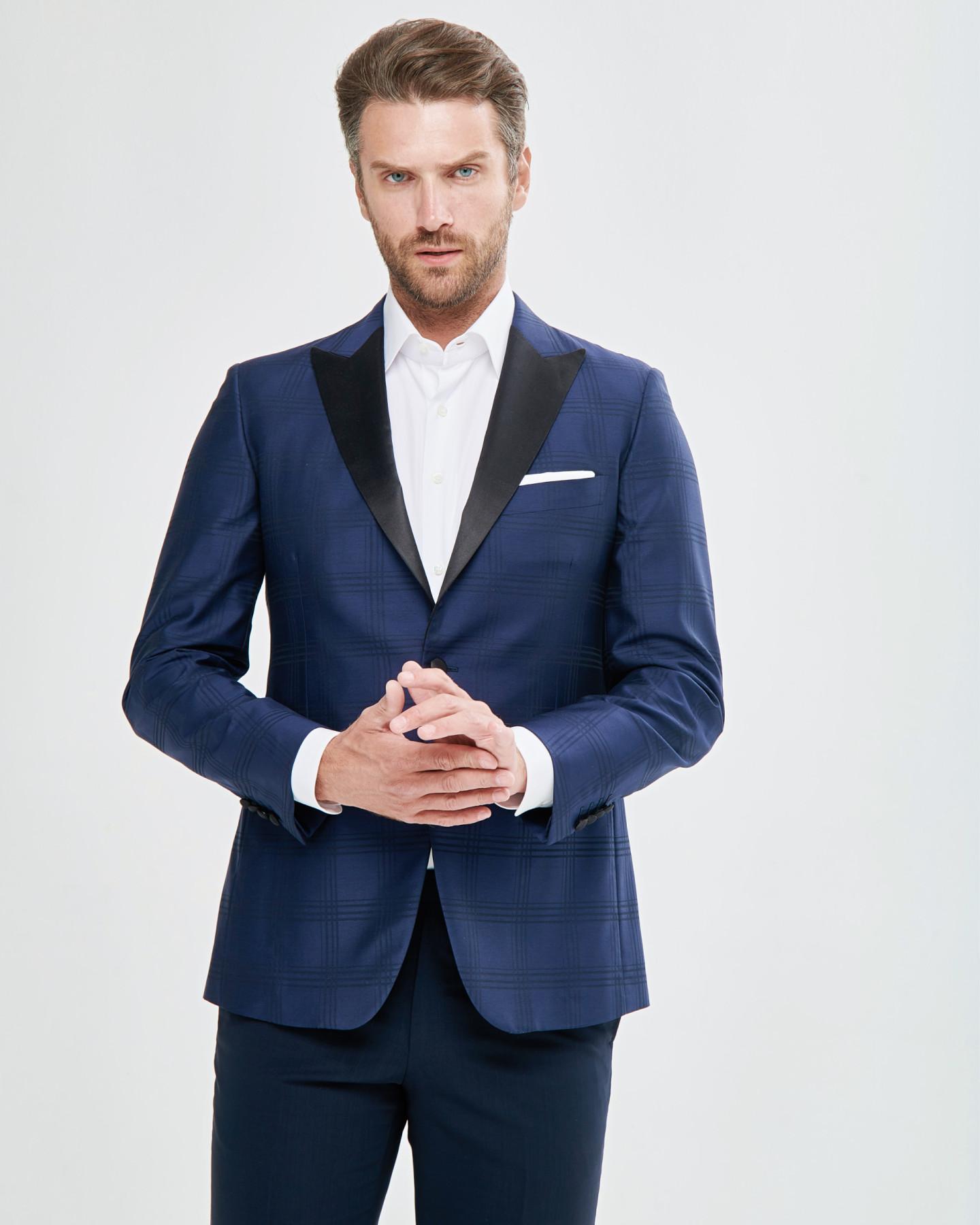 Пиджак, брюки — все Atelier Portofino; рубашка Marol (бутик Frame Moscow)