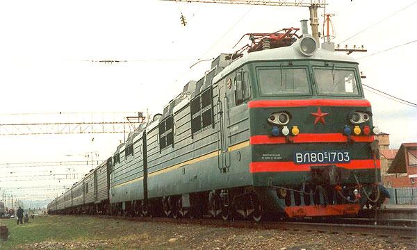 Поезд Бишкек – Москва столкнулся с КамАЗом и сошел с рельсов