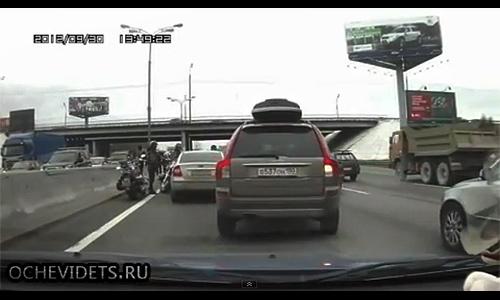 Байкеры избили водителя на МКАД. Видео