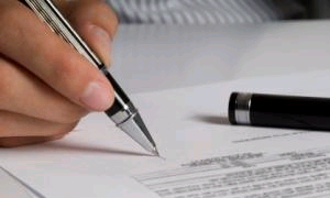 Губернатор Петербурга подписал закон о платной эвакуации
