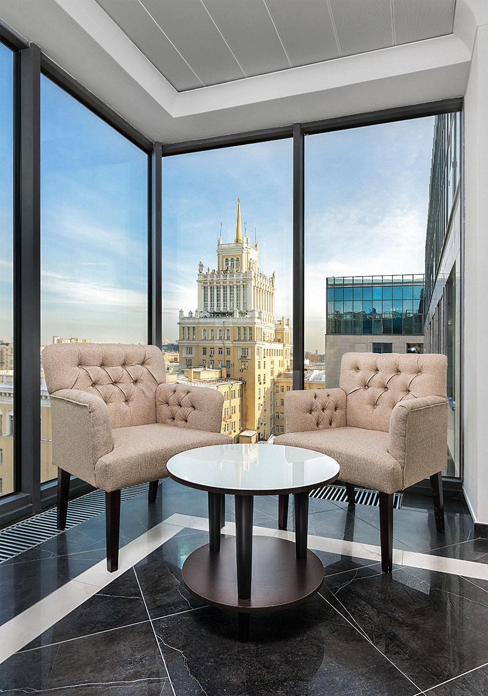 Фрагмент интерьера элитного комплекса апартаментов «Сады Пекина» с видом на гостиницу «Пекин»