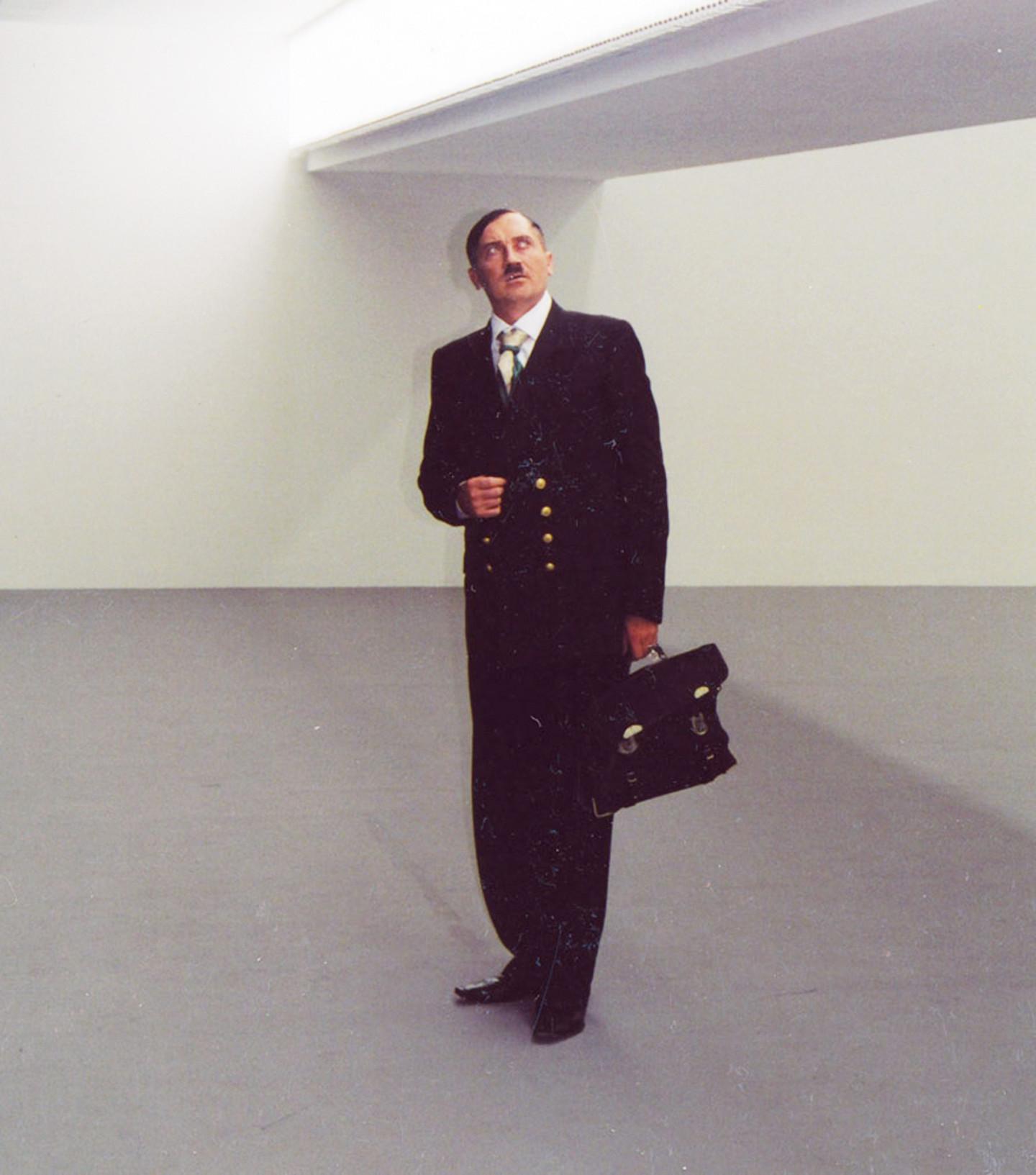 Владислав Мамышев-Монро в образе Адольфа Гитлера. Берлин, 2003