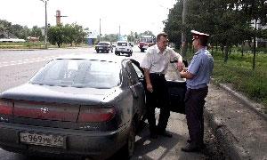 Водитель получил год условно за попытку дать взятку инспектору