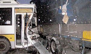 В Германии школьный автобус столкнулся с грузовиком