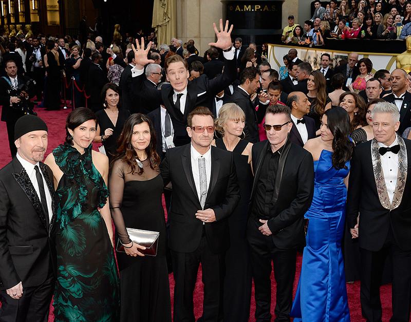 Актер Бенедикт Камбербэтч прыгает за группой U2 на 86-й церемонии вручения «Оскара», 2014 год