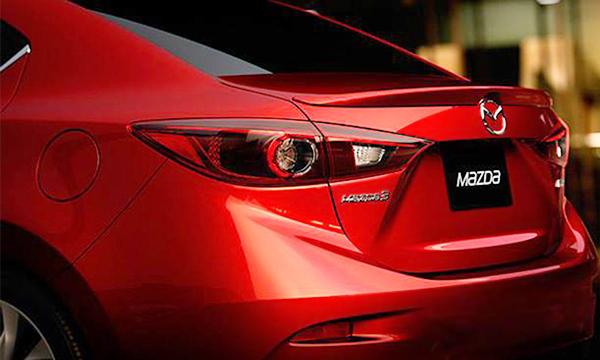 Mazda показала тизер новой «тройки» в кузове седан