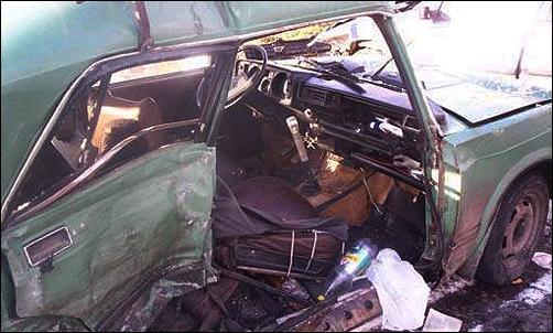 Водитель «семерки» выжил, попав под два грузовика. Видео