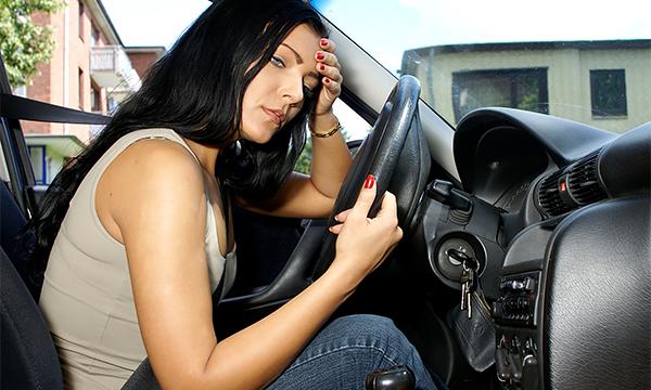 Страховщики выяснили, что женщины чаще мужчин попадают в ДТП