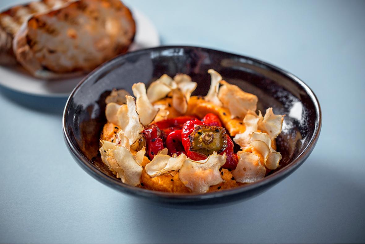Запеченный перец с тахини и ромеско