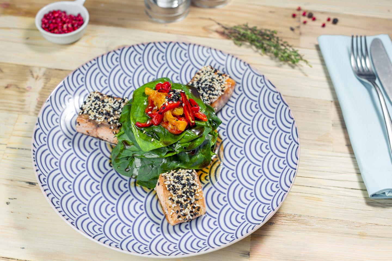 Лосось со шпинатом (750 руб.)