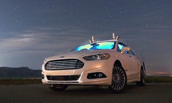 Автопилот Ford смог проехать по ночному шоссе с выключенными фарами