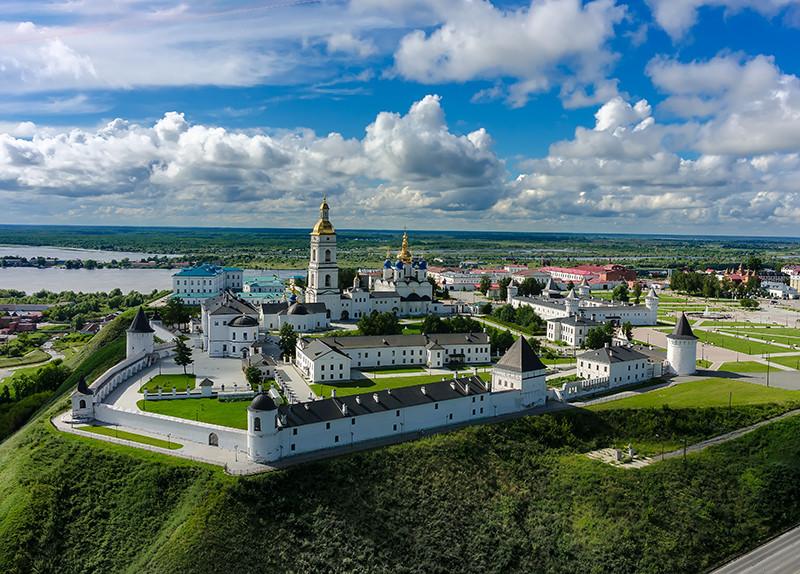 Вид на Тобольский белокаменный кремль
