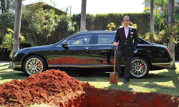 Бизнесмен закопал Bentley, чтобы ездить на ней после смерти