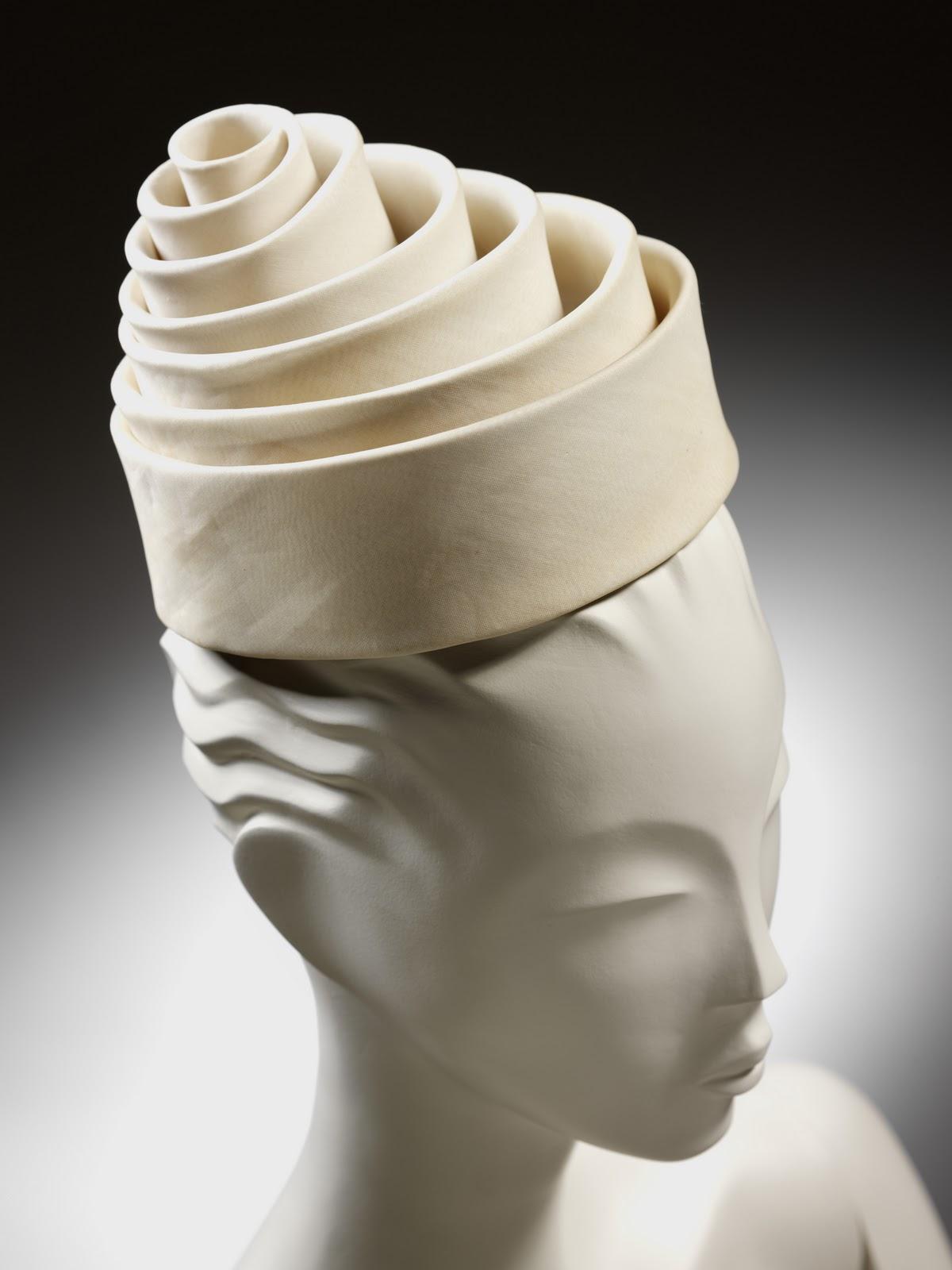 Спиралевидная шелковая шляпа по эскизу Кристобаля Баленсиаги, 1962