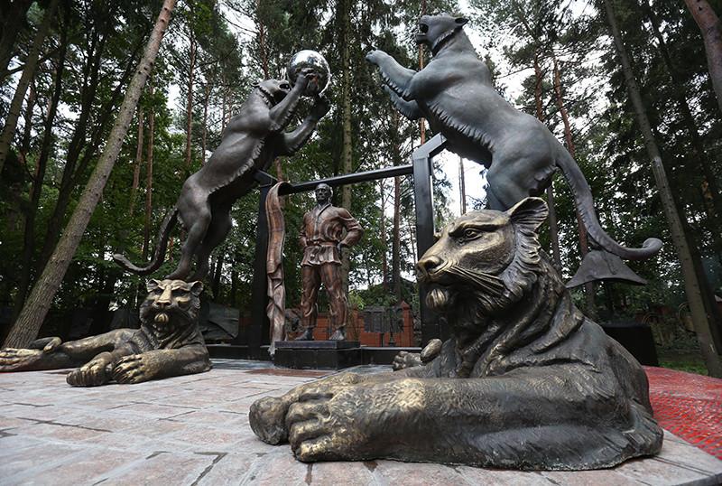 Скульптуры Зураба Церетели у мастерской художника